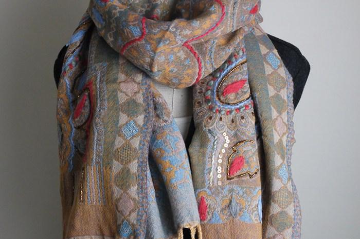 披肩圍巾精品-5款以上水煮羊毛鑲珠佐厚繡