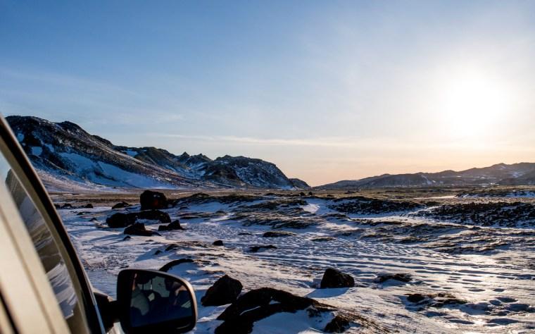 coucher de soleil dans les champ de lave de peykjanes