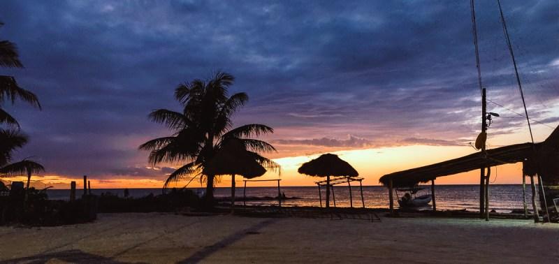 coucher de soleil sur la plage d'holbox