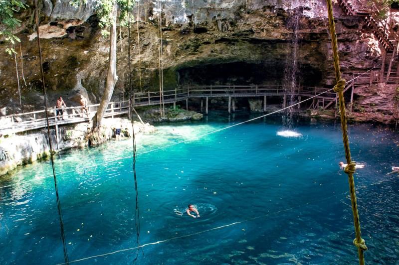 baignade dans le cenote x'tanche