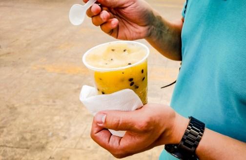 manger une glace maracuya
