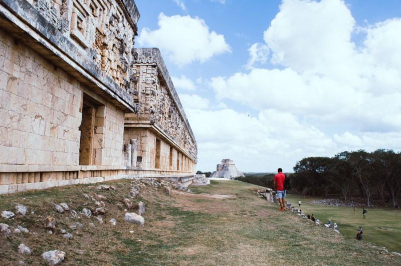 se promener dans les ruines d'Uxmal