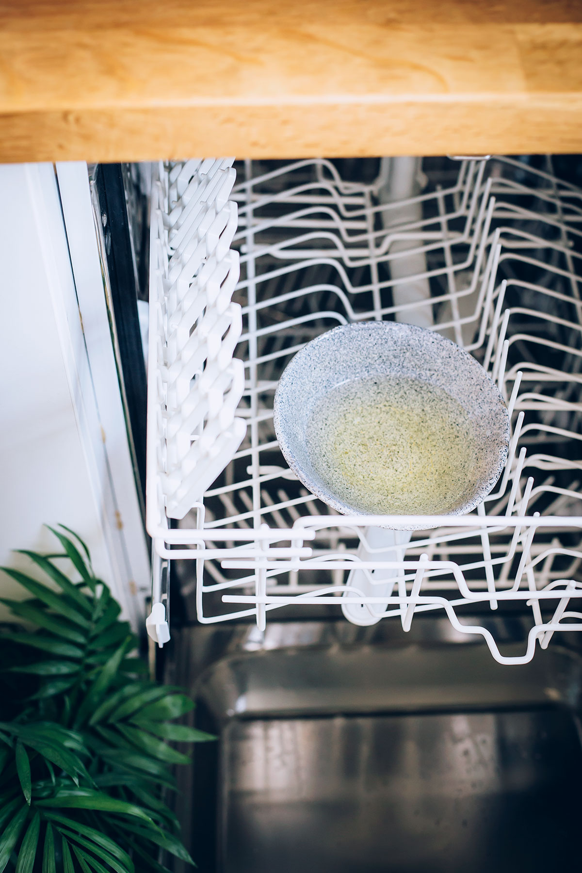 How To Clean The Dishwasher With Vinegar Baking Soda Hello Nest