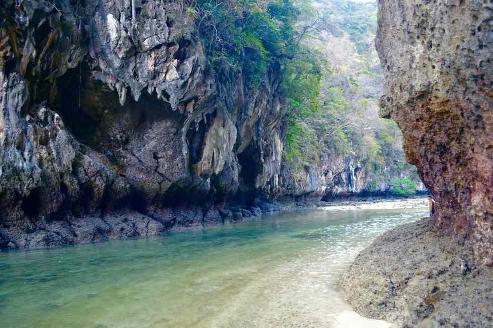 Entrance to Koh Hang | Sailing Holidays | Hello Raya Blog