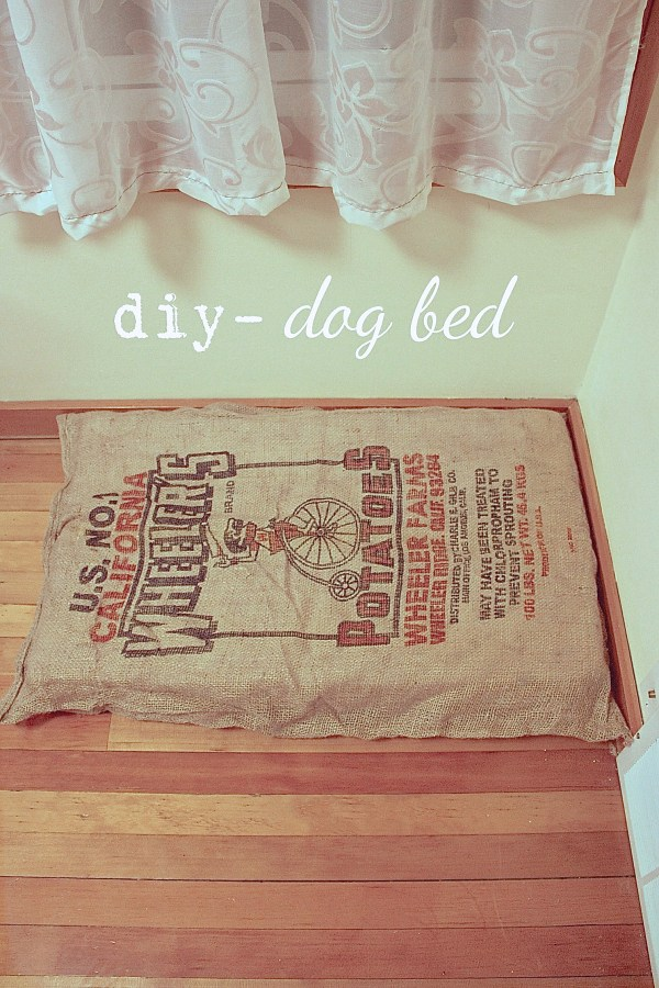 do it yourself  burlap sack dog bed