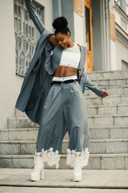 woman wearing culottes pants on the stairs