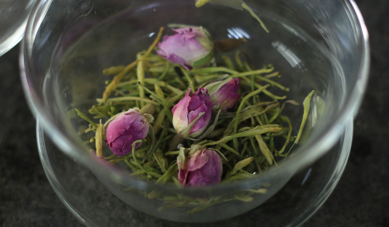 2 Chinese Dried Rose Tea Recipes: Low Calories & Lots of Benefits