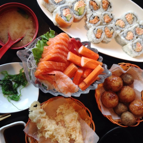 Uoshiki Sushi - Miso Soup, Sushi, Sashimi, Takoyaki, Shrimp Tempura and Seaweed Salad - HELLOTERI