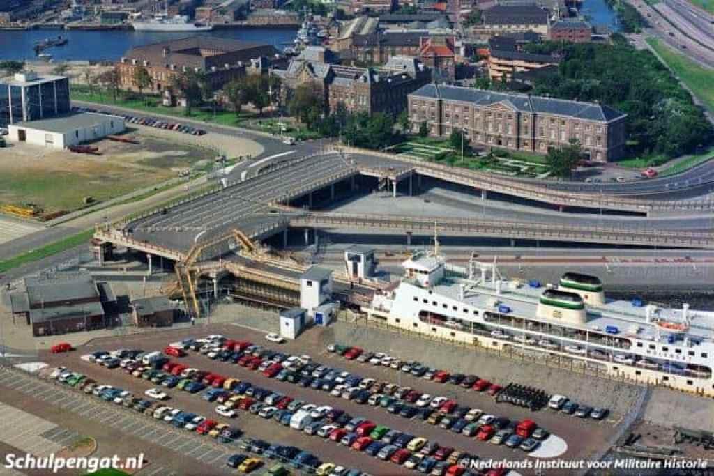 Parkeerplaats veerhaven Den Helder veerhaven Boot Texel