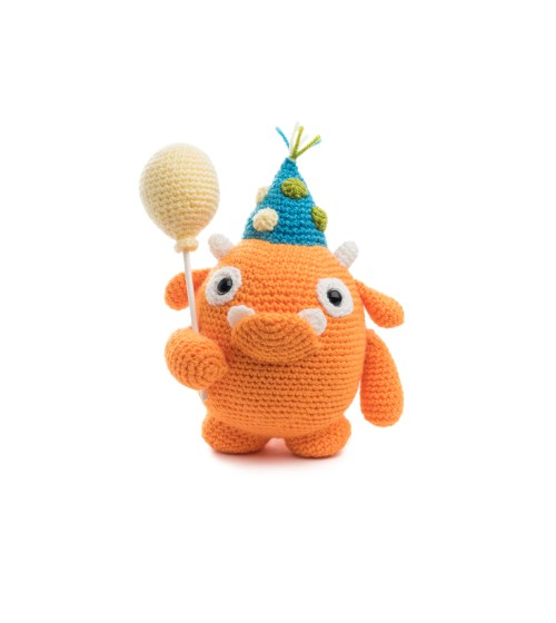 Crochet Pattern books: Amigurumi Monsters 1 and 2 - YouTube | 560x500
