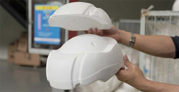 Dampak Meletakkan Helm Di Atas Tangki Bensin Dapat Membuat Kepala Pusing Dan Merusak Helm