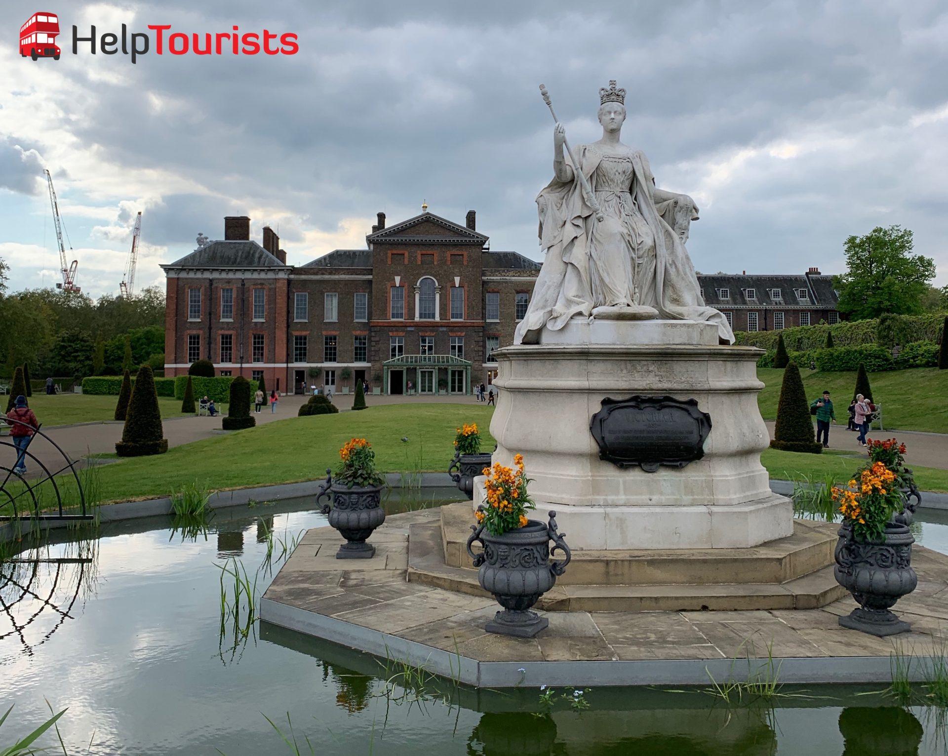 Kensington Palace und Victoria Statue