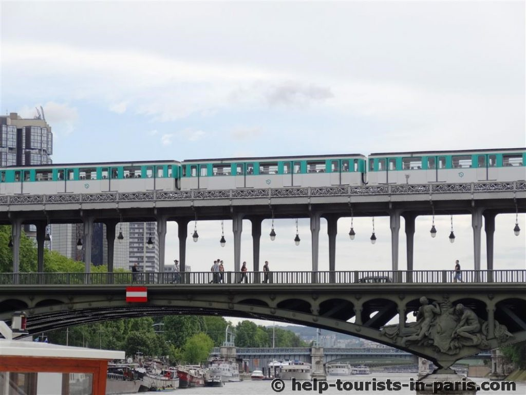 Pont Bir-Hakeim am Eiffelturm