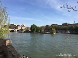 Seine in Paris im Frühling