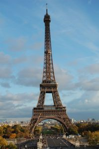 eiffelturm geschichte der eiffelturm in paris das tor zur welt touristen in paris. Black Bedroom Furniture Sets. Home Design Ideas