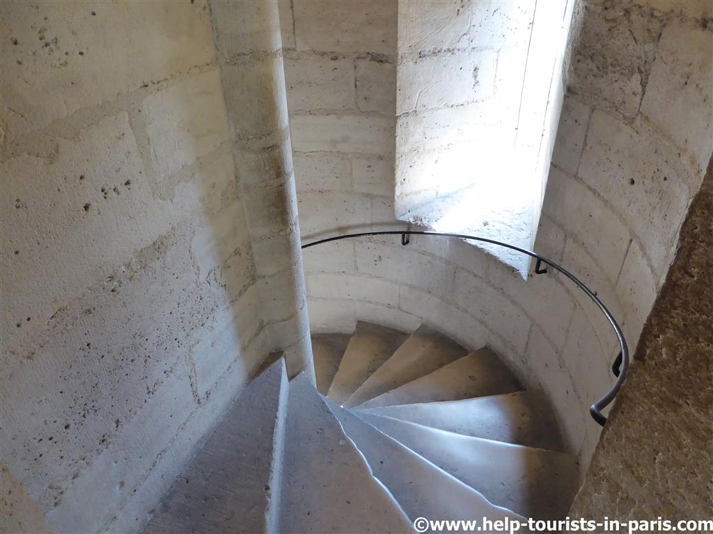 Treppen in den Türmen von Notre-Dame