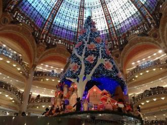 Weihnachtsbaum in den Galeries Lafayette