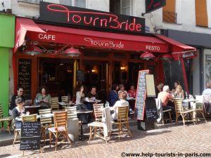 Café Terrasse Paris im Sommer