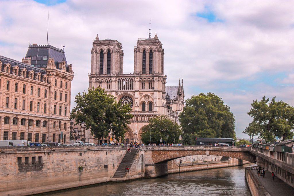 Notre Dame Paris mit Seine