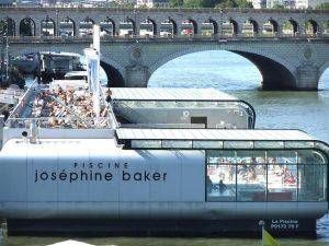 Josephine Baker Bad in Paris