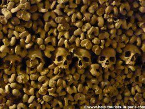 Katakomben in Paris gruselig