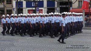 Parade Paris Nationalfeiertag