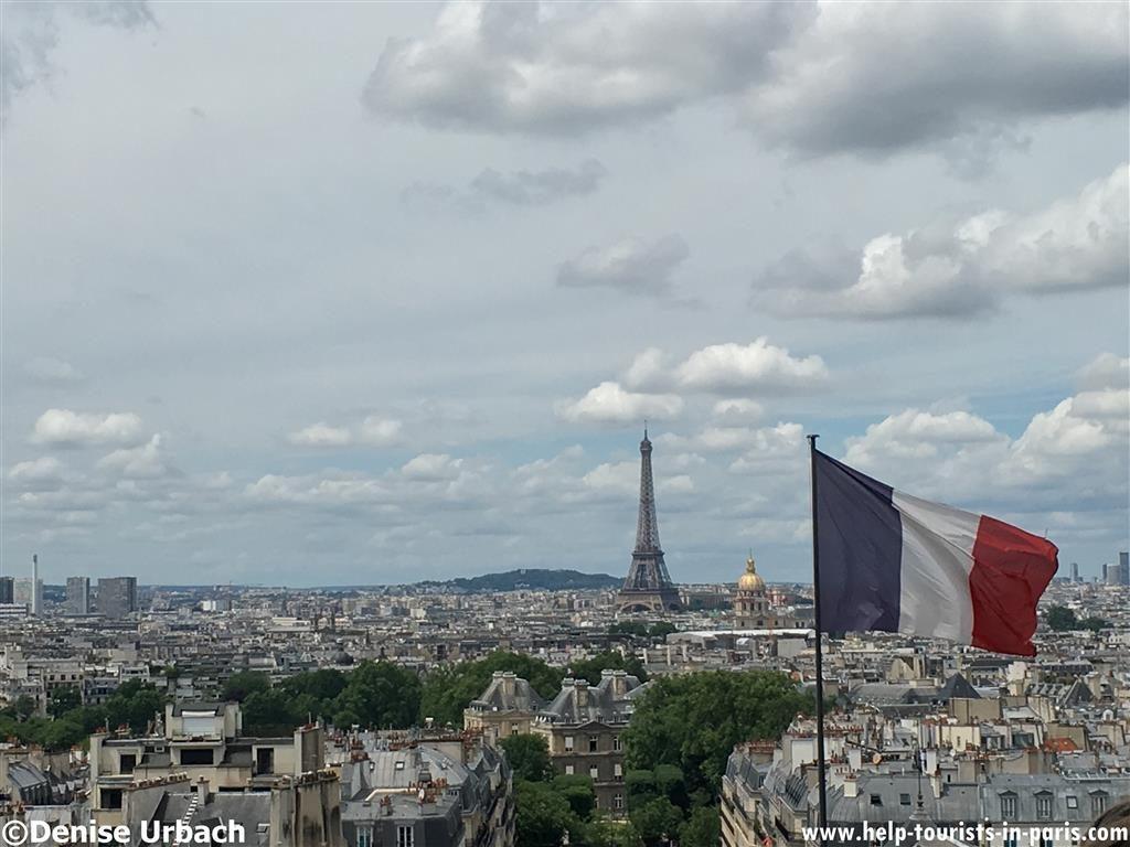 Französische Flagge über Paris