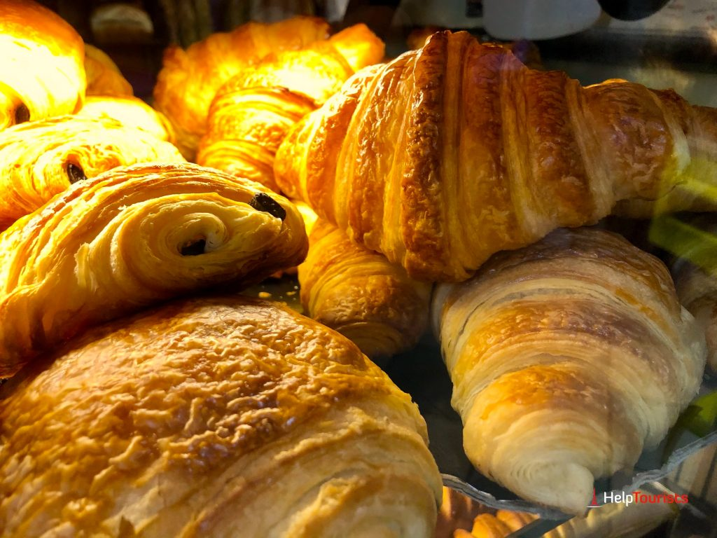 Pain au choclat und Croissants