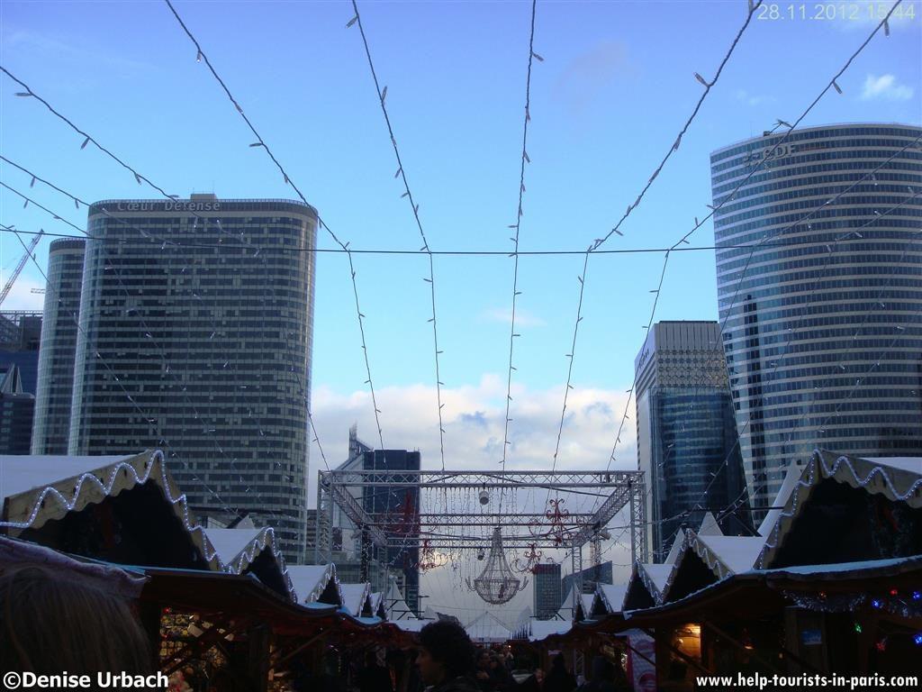 weihnachtsmarkt-la-defense-paris