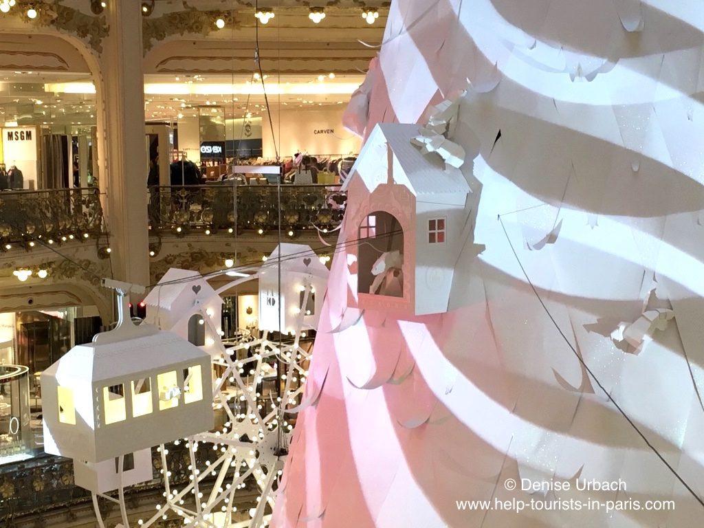 weisser-weihnachtsbaum-galeries-lafayette-2016