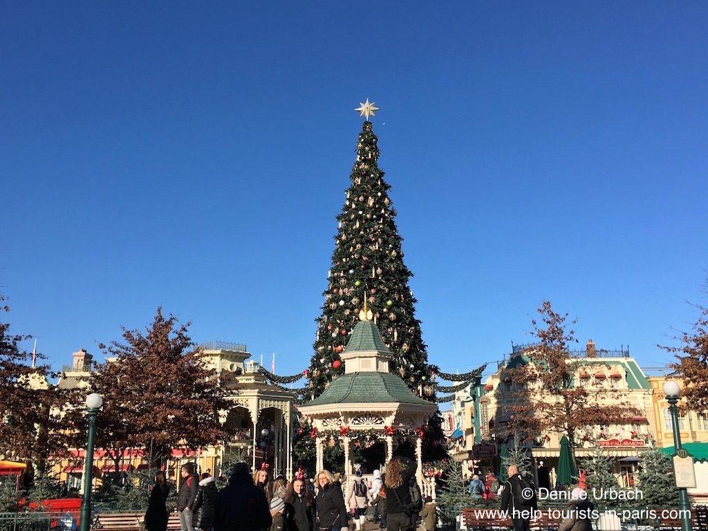 weihnachtsbaum-disneyland-paris