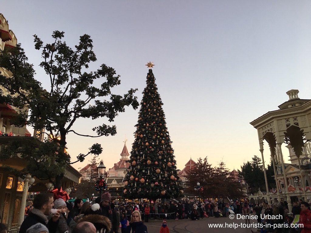 weihnachtsbaum-paris-disneyland