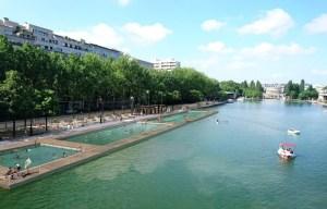 Baden im Bassin de la Villette in Paris