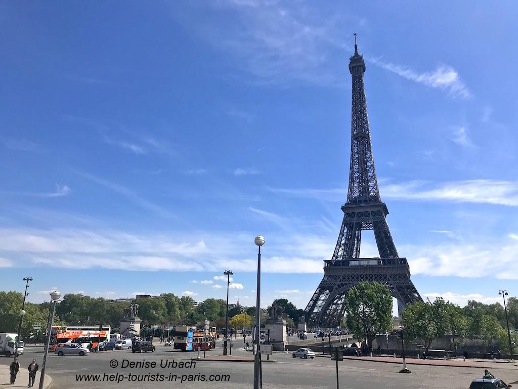 Eiffelturm vom Trocadero her kommend