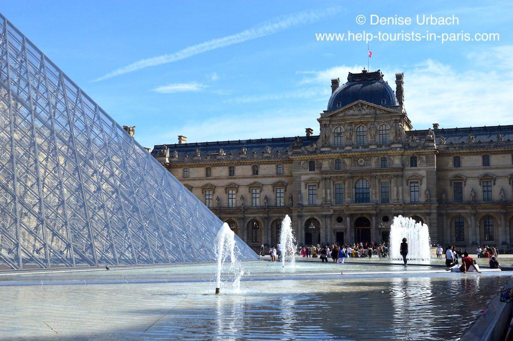 Louvre Pyramide Brunnen