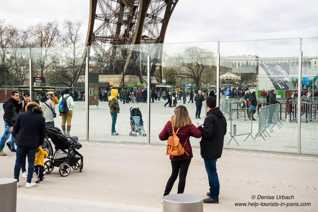 Eiffelturm_Glaswand_Sicherheit
