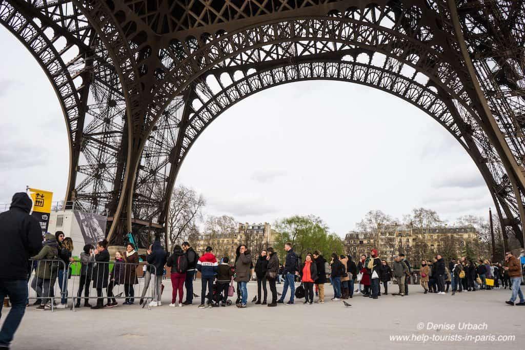 Eiffelturm_Warteschlange_Ticketoffice