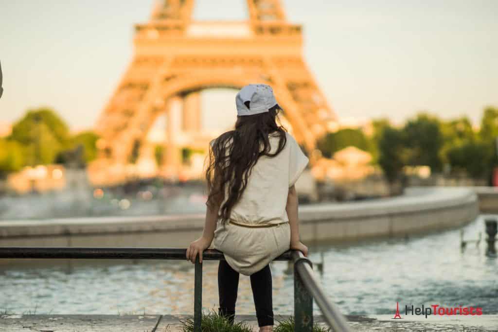 Maedchen_Brunnen_Eiffelturm_quer