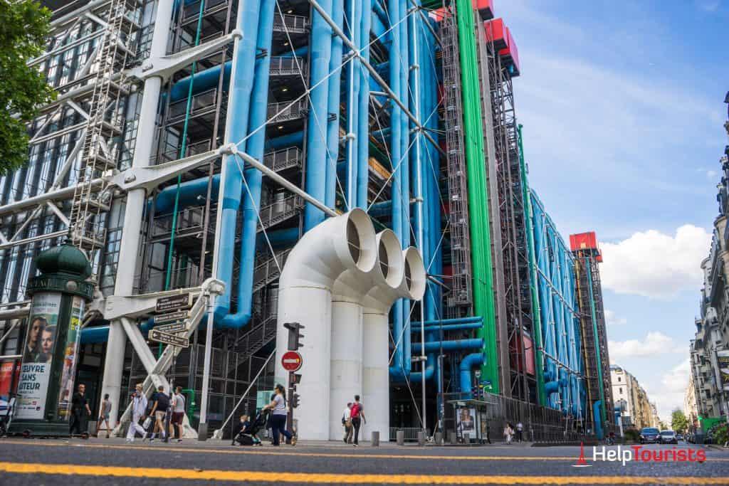 PARIS_Centre-Pompidou_seitlich_Strasse_l