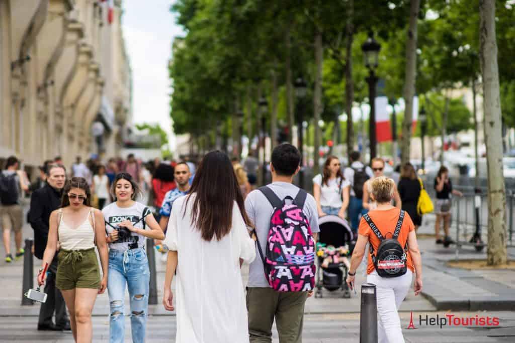 PARIS_Champ-Elysees_Shopping_02_l