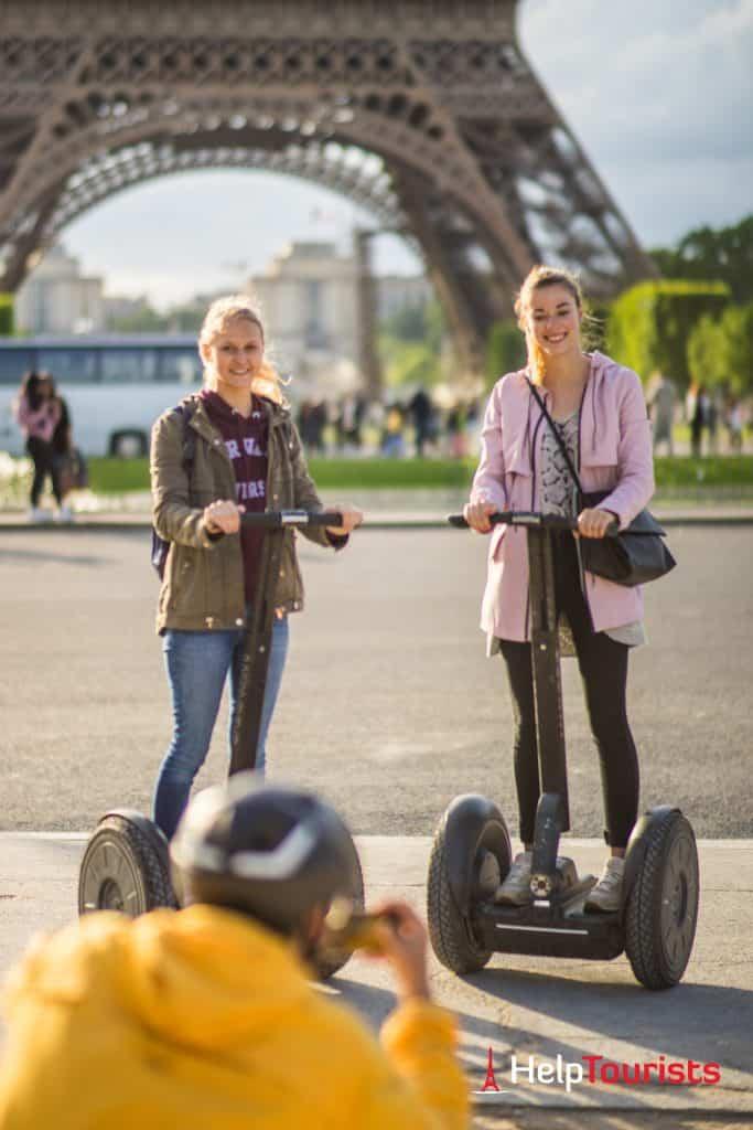 PARIS_Champ-de-Mars_Eiffelturm_Segway_Tour_hochkant_l
