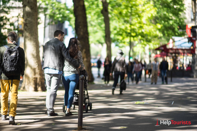 PARIS_Cite_Spaziergang_Familie_Paar_Kinderwagen_Kinder_l