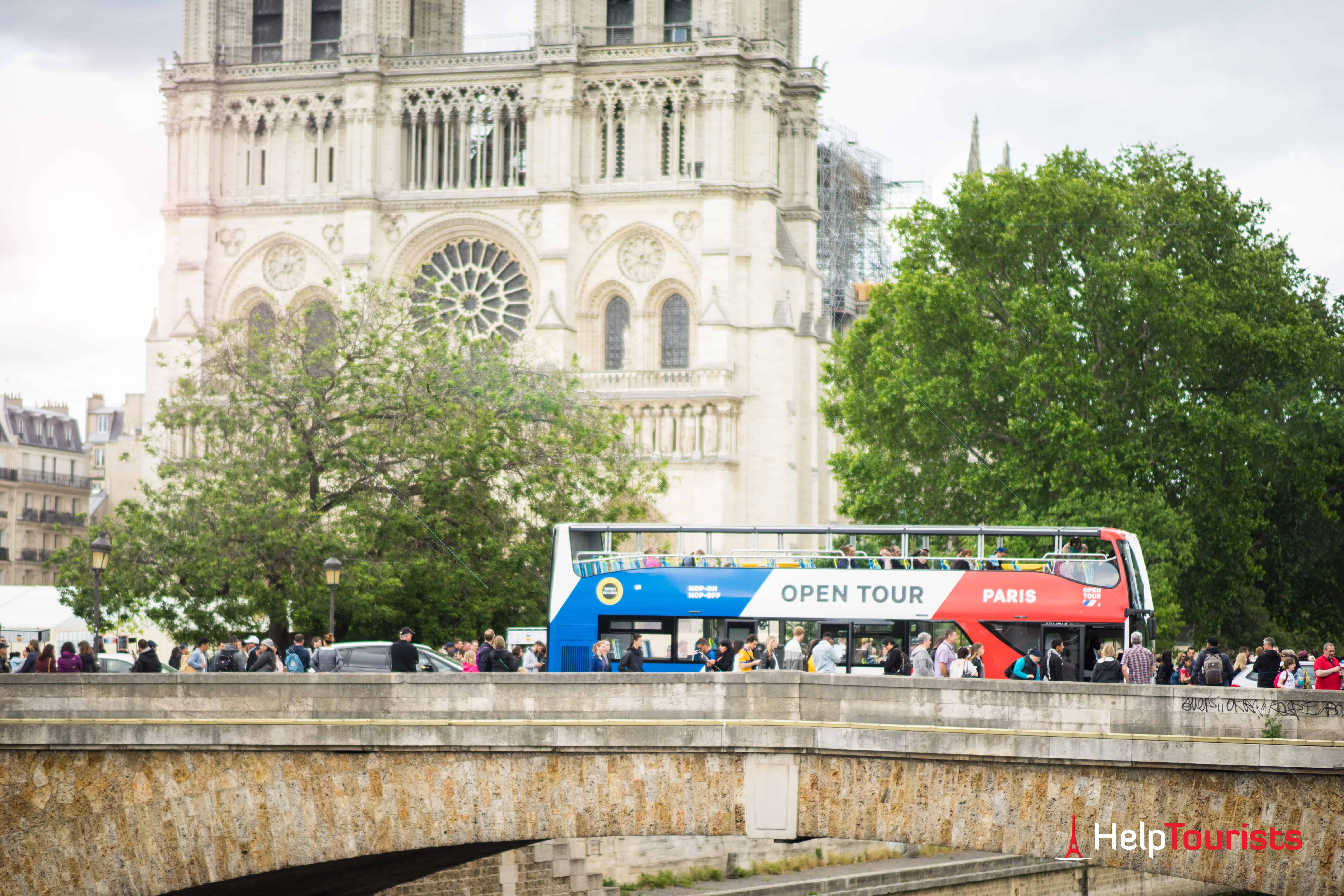 PARIS_Hop-On_Open-Tour_Notre-Dame_totale_l