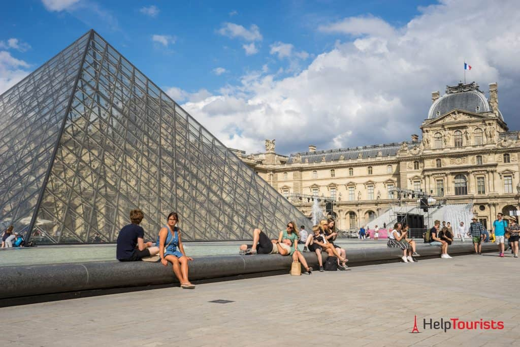 PARIS_Louvre_Brunnen_l