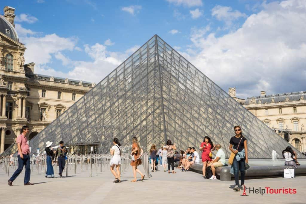 PARIS_Louvre_Glasdreieck_nah_l