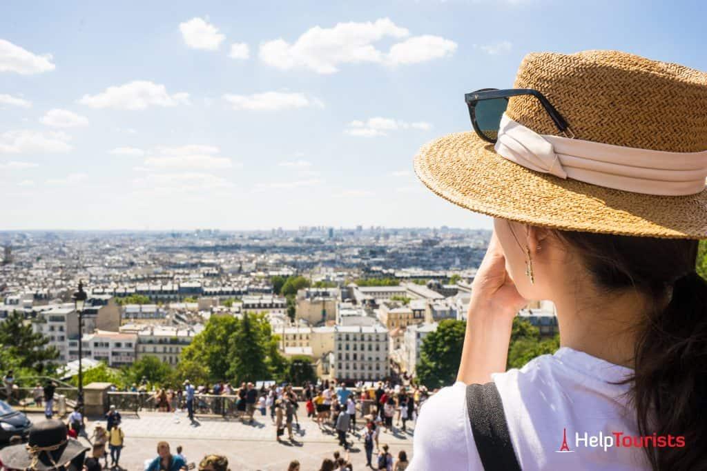 PARIS_Montmartre_Aussicht_Frau_Strohhut_l