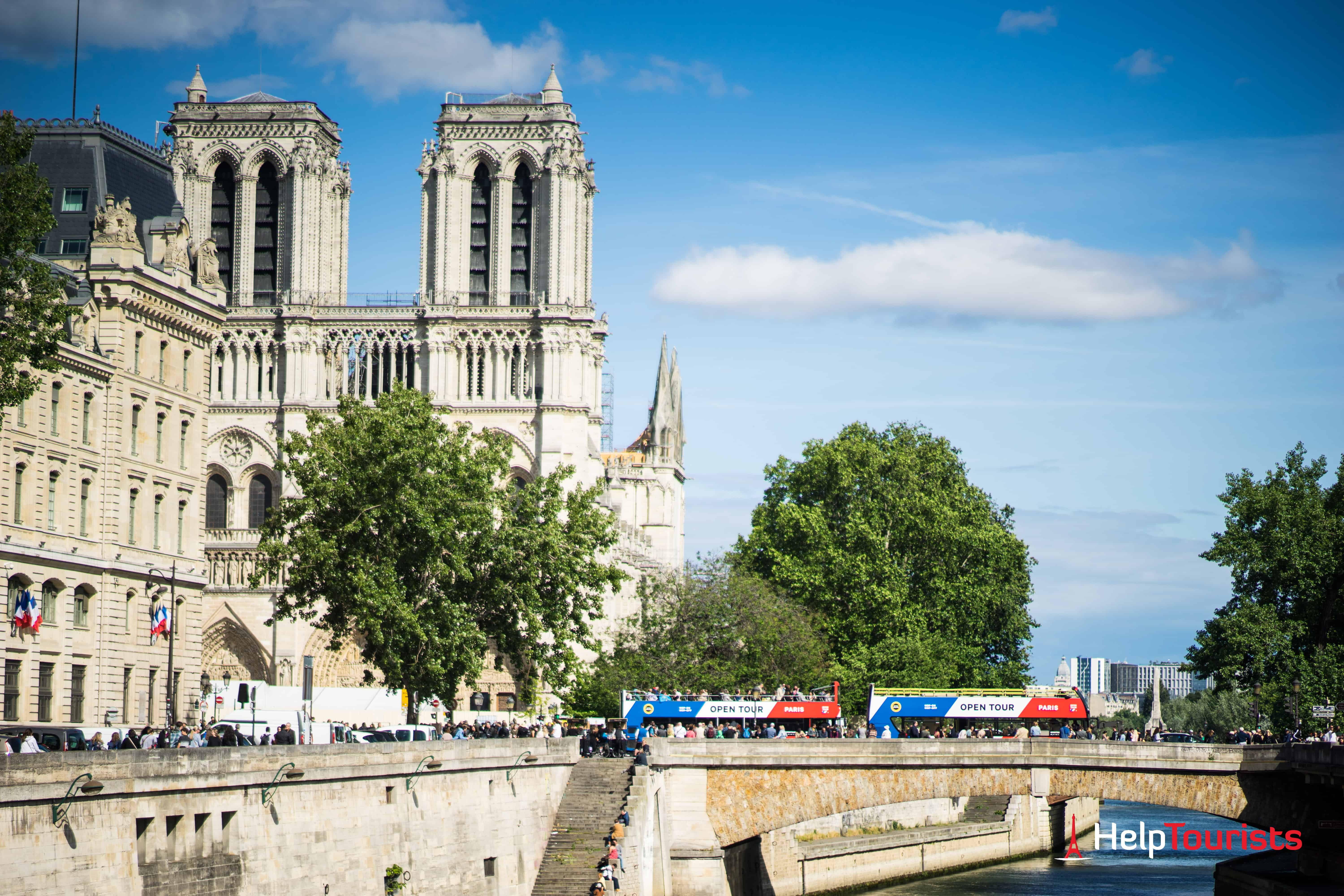 PARIS_Notre-Dame_Hop-On_Bus_Tour_l