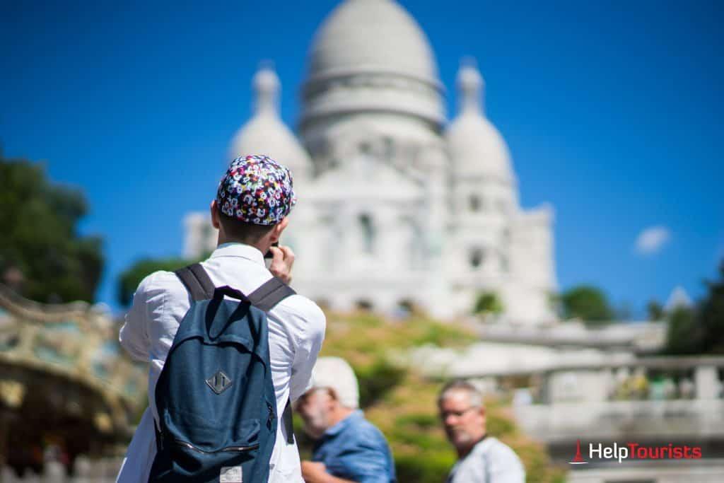 PARIS_Sacre-Coeur_Tourist_Mickey-Mouse_l