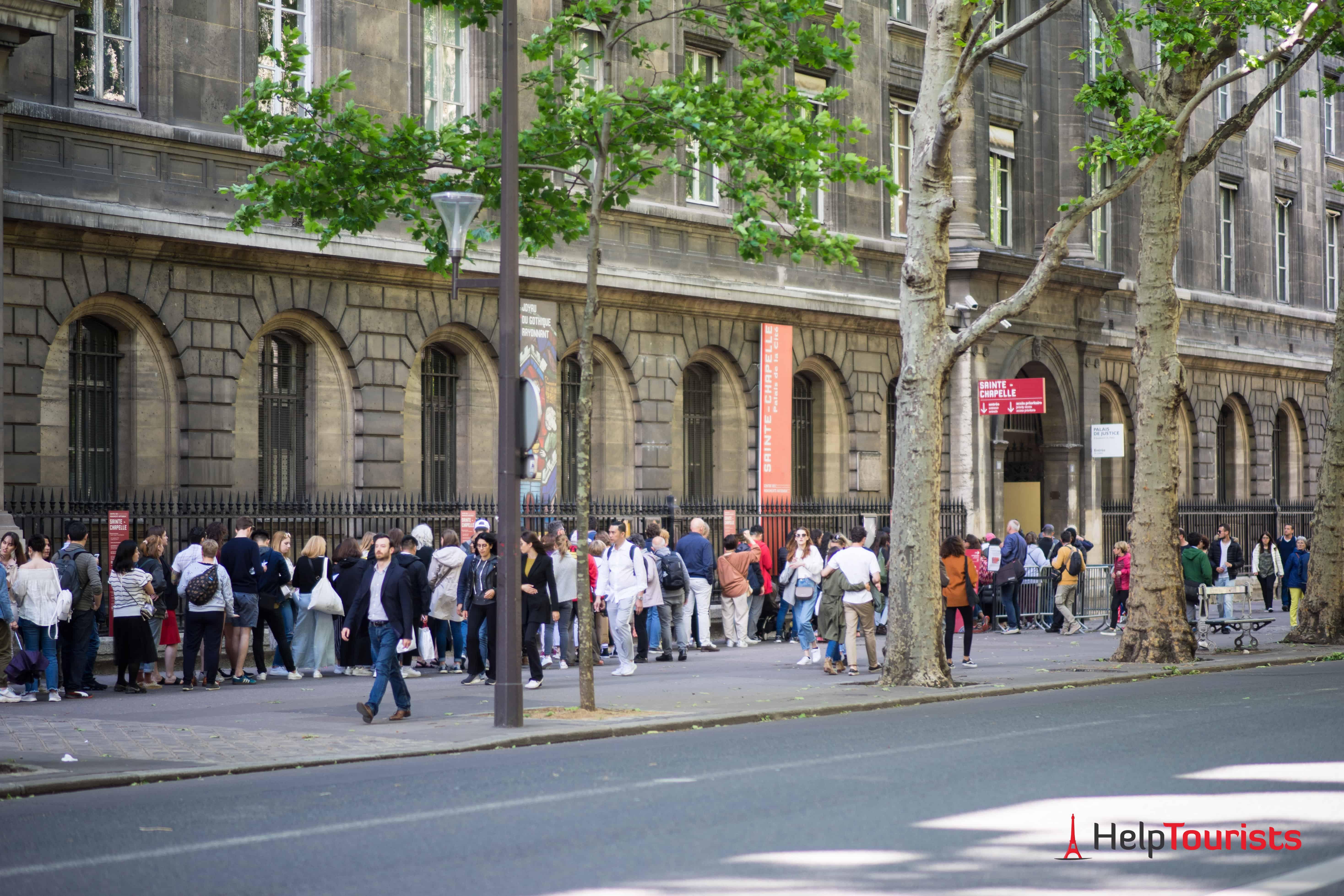 PARIS_Saint-Chapelle_Warteschlange_l