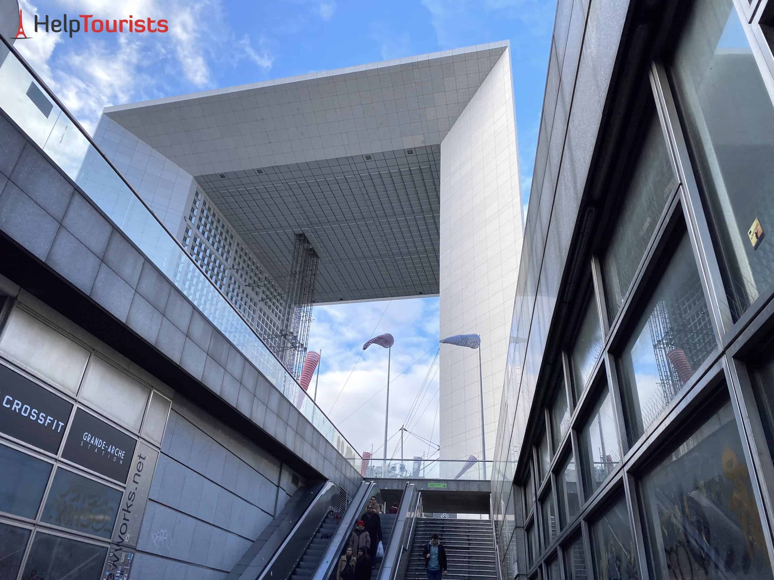 Paris La Défense Grande Arche von unten